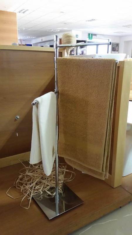 Piantana portasalviette quadra 3 aste lineabeta serie ranpin in ottone cromato montesanto srl - Piantana portasalviette bagno ...